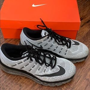 Nike Shoes - NIKE Air Max - Women's size 10